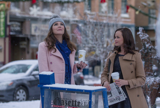 Photo of Lorelai and Rory in winter Stars Hollow